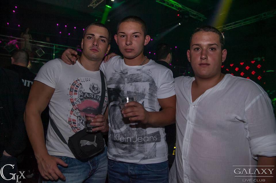 млади момчета от Пловдив с наточени вежди
