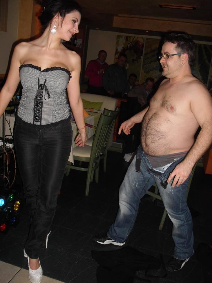 гол муж в българска дискотека